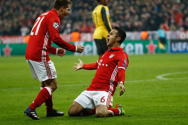 Thiago Alcantara (à droite) a marqué deux buts... (Photo Odd Andersen, AFP)