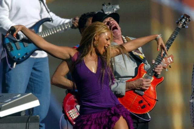 Beyoncé et Carlos Santana pendant le Super Bowl... (ARCHIVES AP)