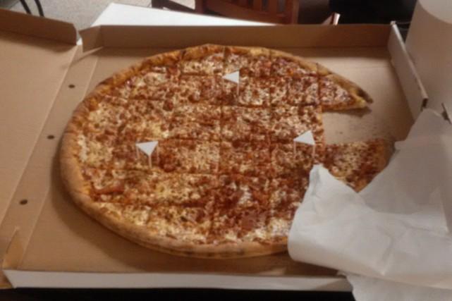L'une des pizzas offertes parun pilote de WestJet.... (tirée de Twitter)