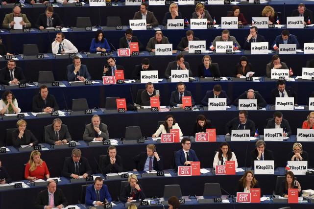 Réunis en session plénière à Strasbourg, les eurodéputés... (AFP, Frédérick Florin)
