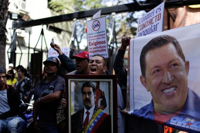 Des partisans du président vénézuélien Nicolas Maduro ont... (PHOTO REUTERS)