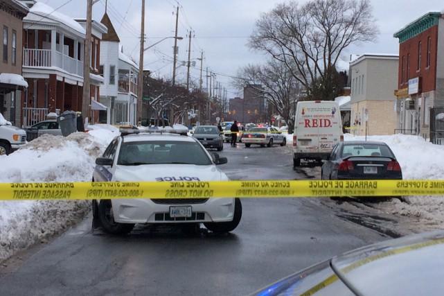 La police d'Ottawa a envoyé l'artillerie lourde dans le secteur des rues... (Etienne Ranger, Le Droit)