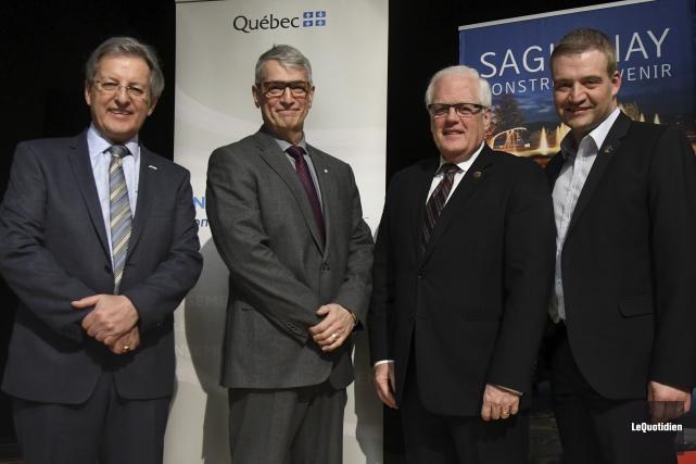 Le maire de Saguenay, Jean Tremblay, Pierre Mazurette,... (Photo Le Quotidien, Michel Tremblay)