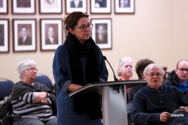 Les résidants rencontrés jeudi soir à propos du... (Catherine Trudeau, La Voix de l'Est)