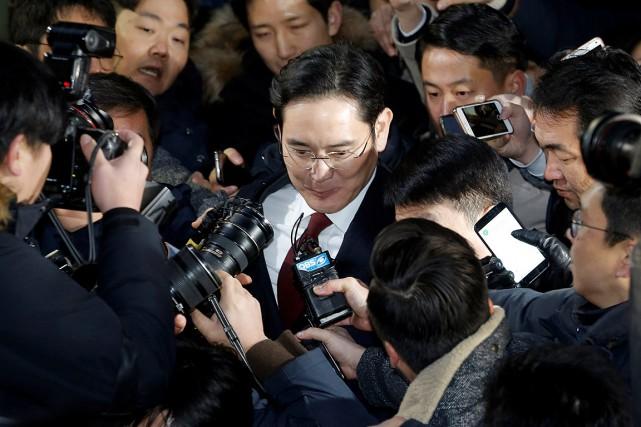 Lee Jae-Yong est accusé entre autres d'avoir versé... (Photo Ahn Young-joon, REUTERS)