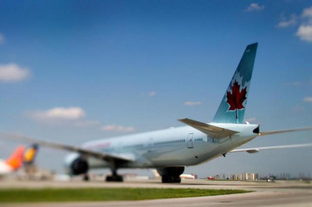 La faiblesse relative du huard ne décourage pas les Canadiens de voyager aux... (Photo Brent Lewin, Archives Bloomberg)