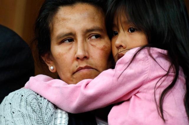 Jeanette Vizguerraet trois de ses enfants, de nationalité... (Photo David Zalubowski, AP)