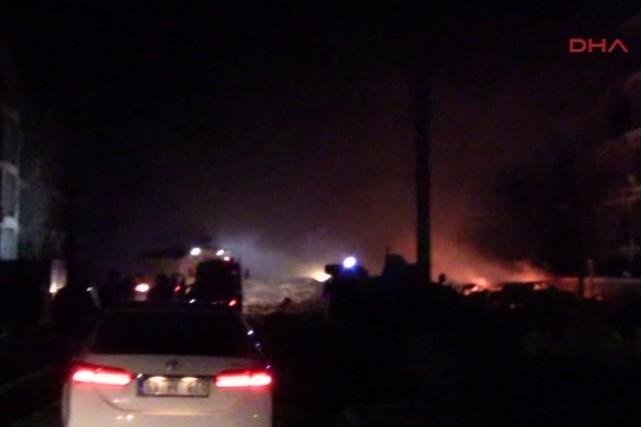 L'explosion à la voiture piégée ayant coûté la... (PHOTO AP/DHA TV)