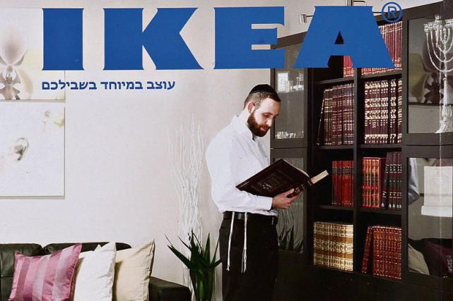 La couverture ducatalogue IKEA israélien.... (Photo tirée de Twitter)