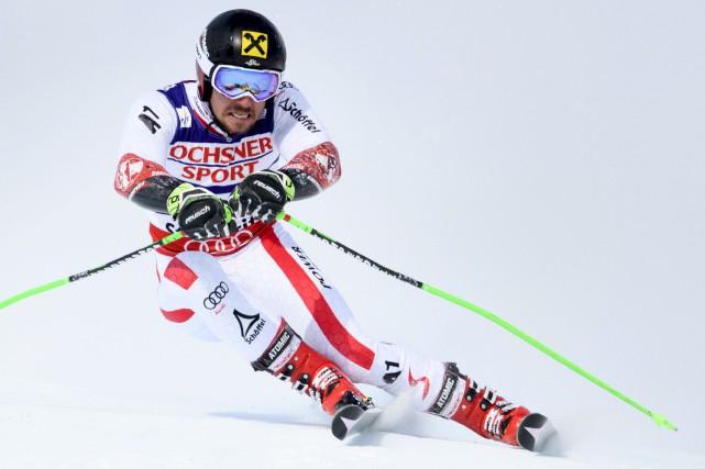 Marcel Hirscher a remporté le slalom géant des... (AP, Gian Ehrenzeller)