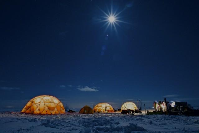 Une cinquantaine de participants ont bravé le froid... (collaboration spéciale Jean-Sébastien Massicotte)