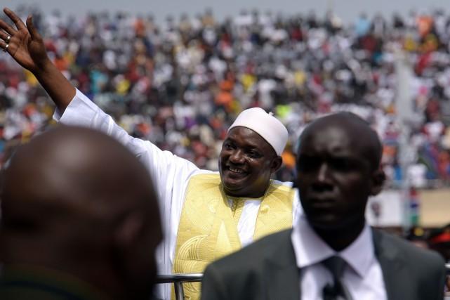 Le nouveau président gambien Adama Barrow a prêté... (Photo AFP)