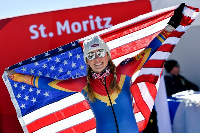 Mikael Shiffrin est devenue samedi la première skieuse... (AFP, Fabrice Coffrini)