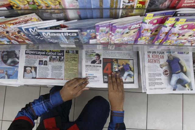 Les journaux malaisiens suivent de très près la... (AP, Daniel Chan)