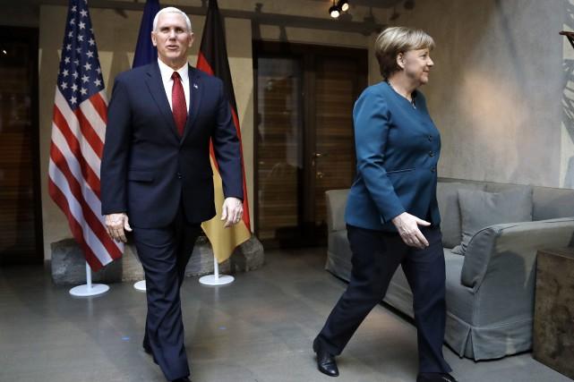 Si le vice-président Mike Pence (photo), le secrétaire... (AP)