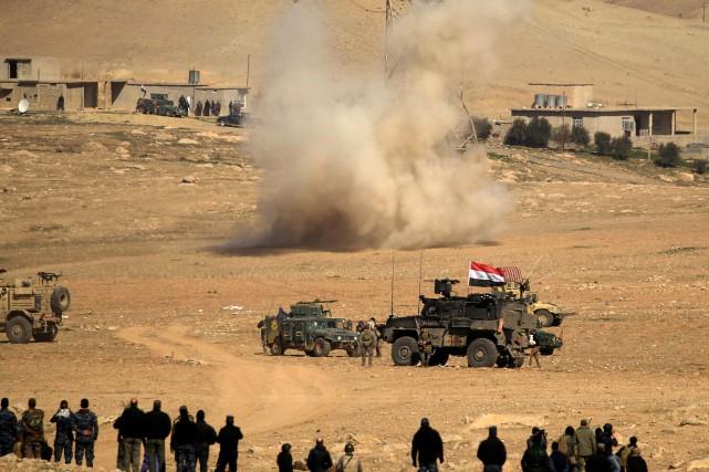 Des milliers d'hommes sont impliqués dans les opérations,... (Photo Zohra Bensemra, REUTERS)
