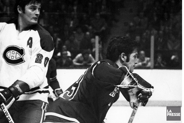 Jean Ratelle et Pete Mahovlich en 1974... (PHOTO RENÉ PICARS, ARCHIVES LA PRESSE)