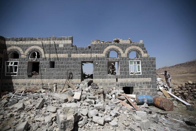 Un raid aérien a frappé près de la... (AP, Hani Mohammed)