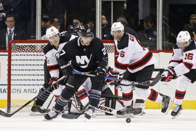Ryan Strome a amassé deux buts et une aide pour mener les Islanders de New York... (PHOTO AP)