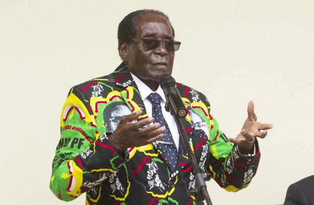 RobertMugabe dirige d'une main de fer le Zimbabwe... (AP, Tsvangirayi Mukwazhi)
