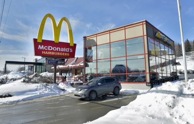 Le restaurant McDonald's de la rue King Ouest... (Spectre média, Maxime Picard)