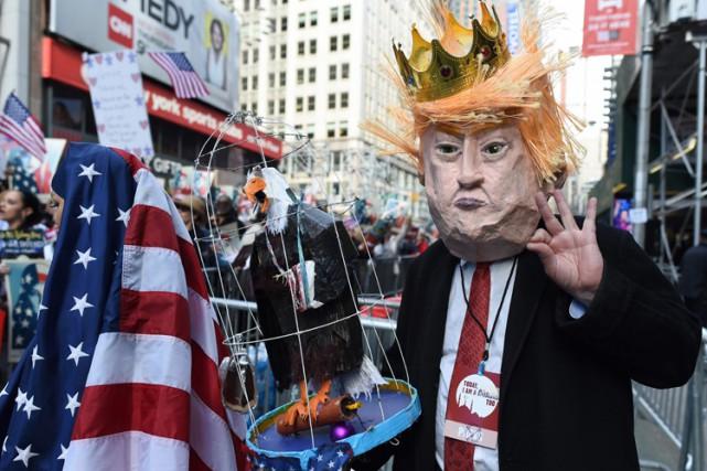 Une manifestation dénonçant la politique migratoire de Donald... (PHOTO AFP)