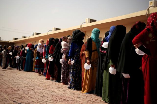 Plusieurs femmes avaient réussi à fuir Hawija pour... (Photo Zohra Bensemra, archives REUTERS)