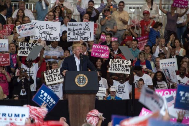 Donald Trump et ses partisans.... (Photo Nicholas Kamm, archives Agence France-Presse)