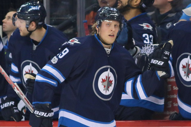 Patrik Laine a réussi son troisième tour du chapeau... (Photo Bruce Fedyck, USA Today Sports)