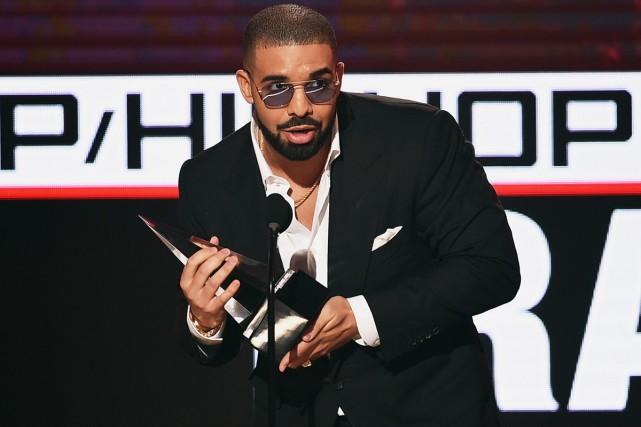 Drake aux American Music Awards en novembre dernier.... (PHOTO ARCHIVES AFP)