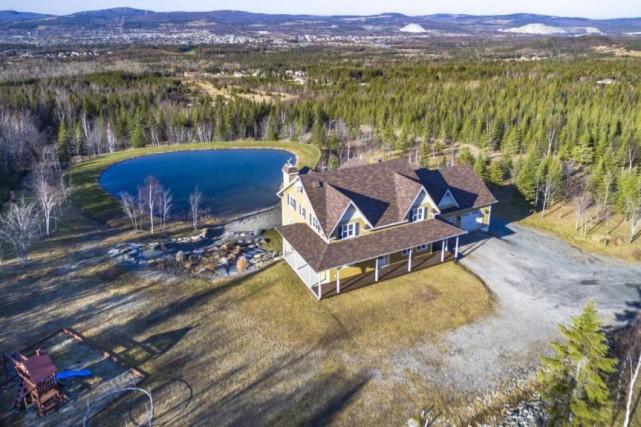La maison a été construite sur un terrain... (Photo fournie par Centris)