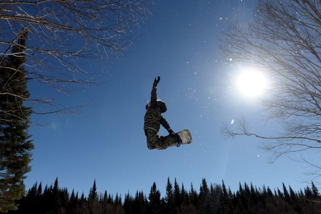 Eli Bouchard a commencé le surf des neiges... (Le Soleil, Erick Labbé)