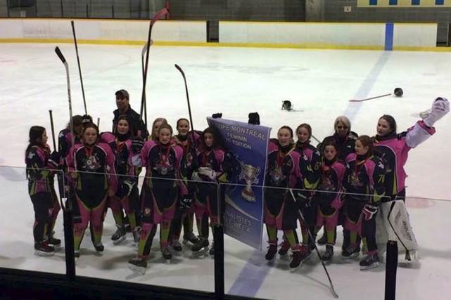 Sur la photo, les BadGirls pee-wee A.... (fournie par le hockey féminin simple lettre Yamaska-Missisquoi)