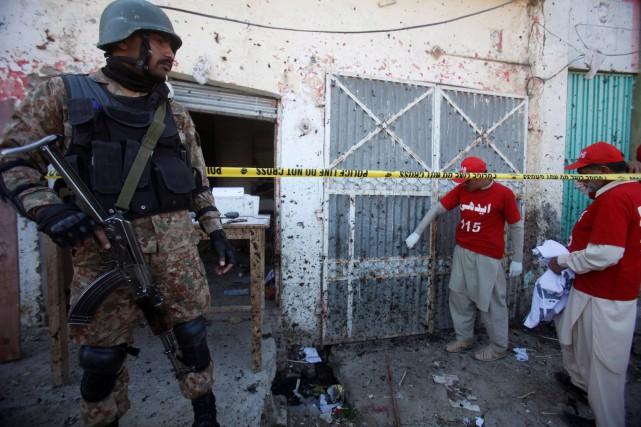 «Trois kamikazes ont tenté d'entrer dans le complexe... (REUTERS)