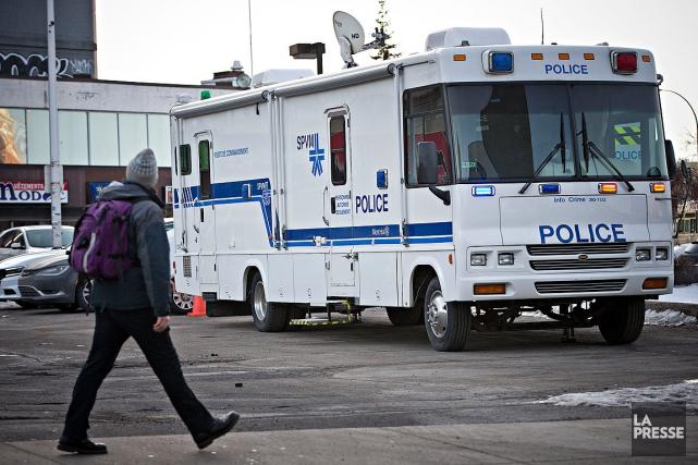 La policea installé mardi un poste de commandement... (Photo Patrick Sanfaçon, Archives La Presse)