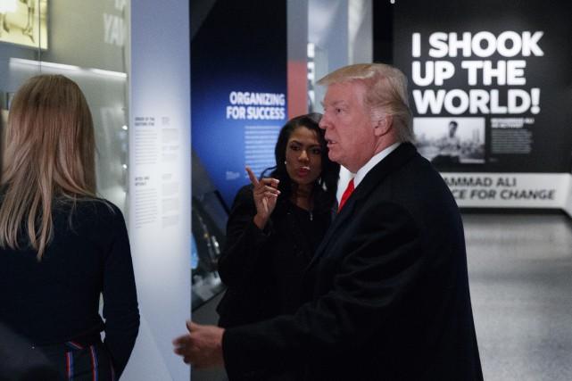 Donald Trumpvisitait mardi le musée de l'histoire afro-américaine,... (Photo Evan Vucci, AP)