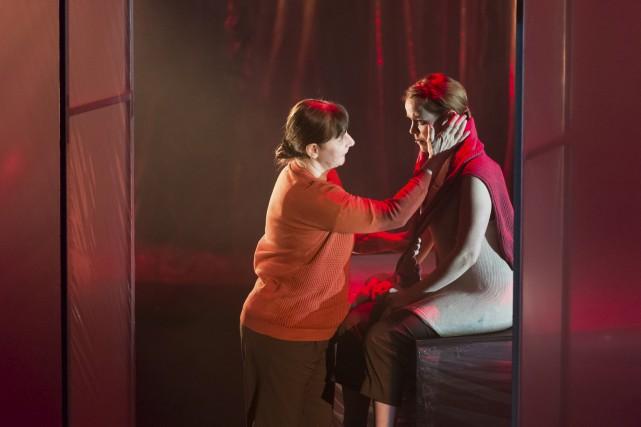 Lise Castonguay et Noémie O'Farrell dans la pièce... (fournie par le MNBAQ, Idra Labrie)