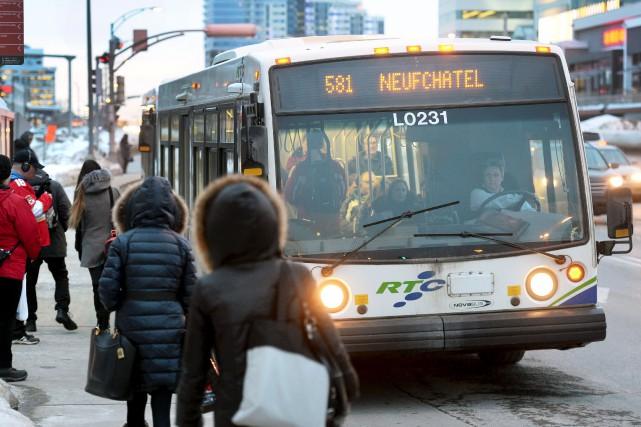 Le transport en commun est considéré comme un... (Le Soleil, Jean-Marie Villeneuve)