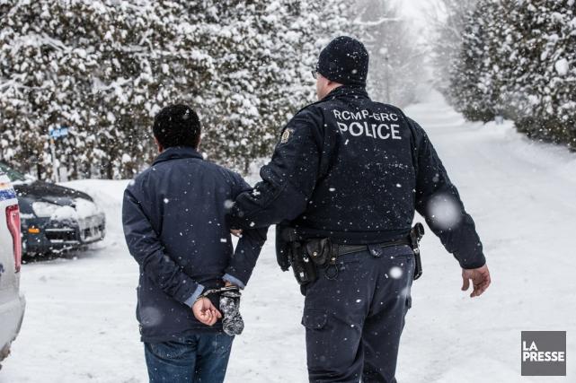 Nombre de demandeurs du statut de réfugié entrent... (PHOTO MARTIN TREMBLAY, ARCHIVES LA PRESSE)