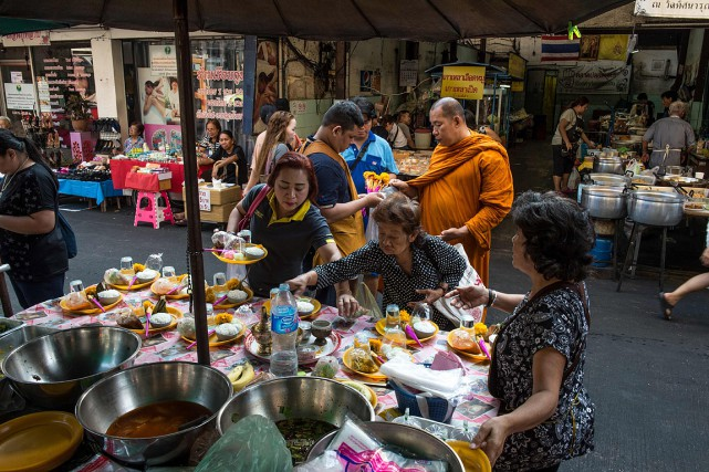 Scène de rue en Thaïlande.... (ROBERTO SCHMIDT, ARCHIVES AFP)