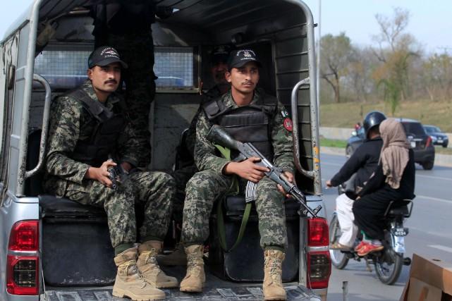 Des rangers pakistanais patrouillent à Islamabad.... (Photo Faisal Mahmood, archives REUTERS)