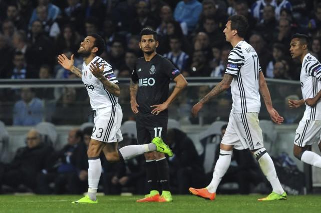 Dani Alves a marqué le deuxième but de... (Photo Paulo Duarte, AP)
