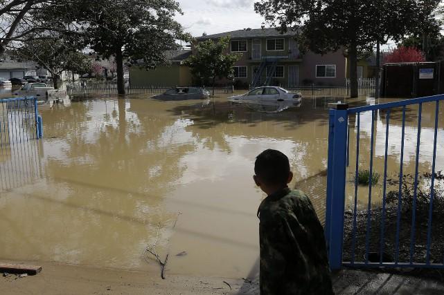 En Californie, environ 14 000 personnes ont été... (Photo Jeff Chiu, AP)