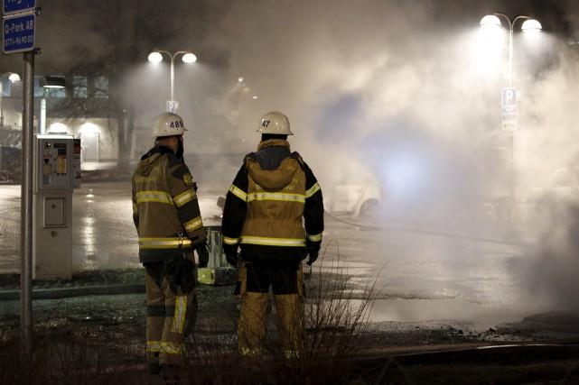 Lundi soir, plusieurs dizaines de jeunes ont affronté... (AP, Christine Olsson)