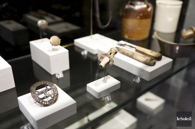 Les objets historiques des collections présentement exposés dans... (Le Soleil)