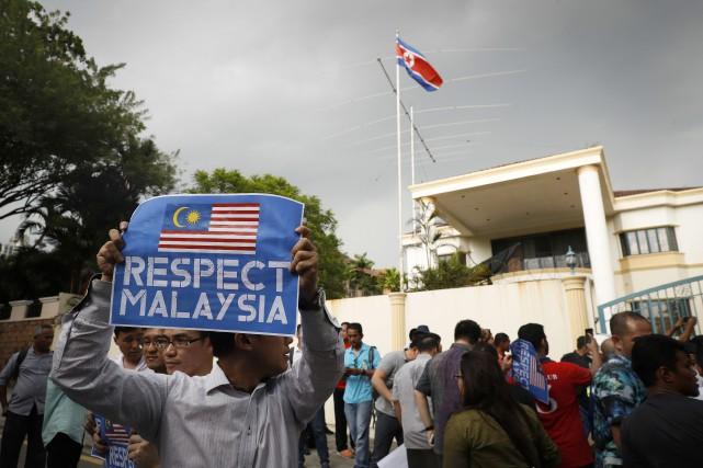 Dans l'après-midi, un petit groupe de manifestants de... (AP)