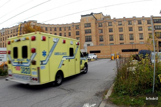 Les syndiqués du secteur préhospitalier de Québec débutent une grève de cinq... (Photothèque Le Soleil, Jean-Marie Villeneuve)