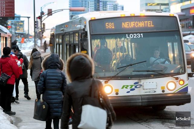 Les jours de semaine, les autobus de tous... (Le Soleil, Jean-Marie Villeneuve)