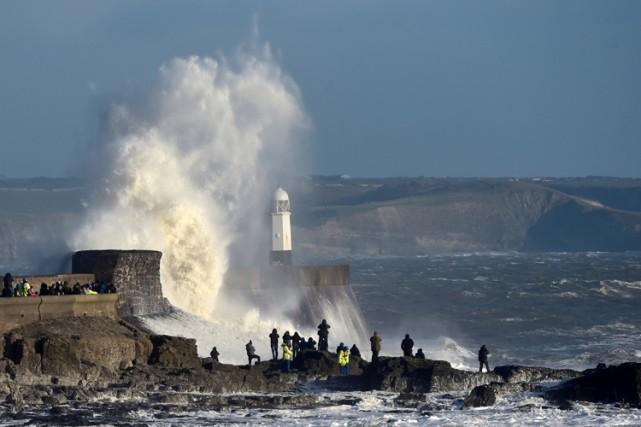 La tempêteDoris, qui mêle pluies et rafales de... (PHOTO REUTERS)