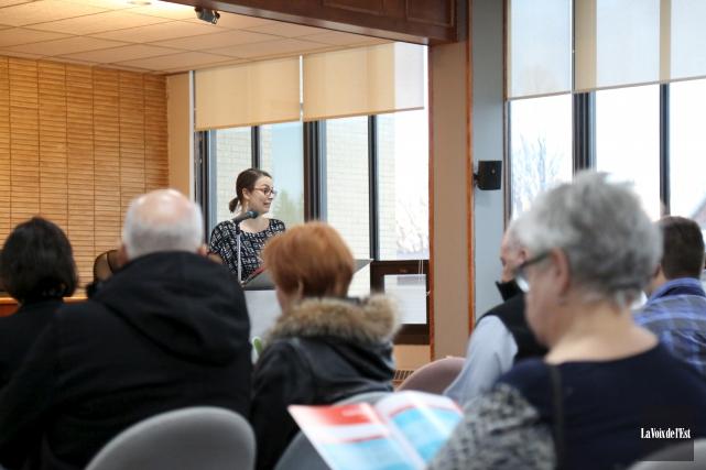Esther Laframbroise, chargée de projet, a présenté la... (Julie Catudal, La Voix de l'Est)